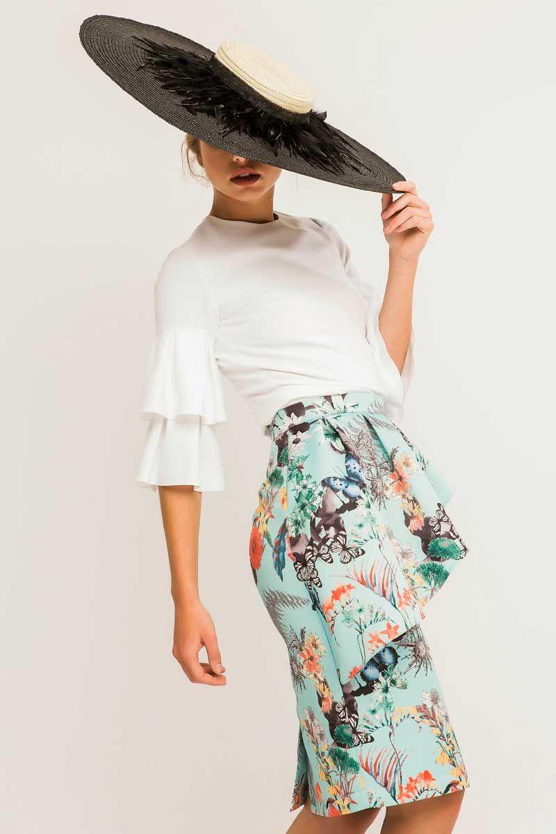 falda estampada con blusa blanca volantes apparentia y pamela ...