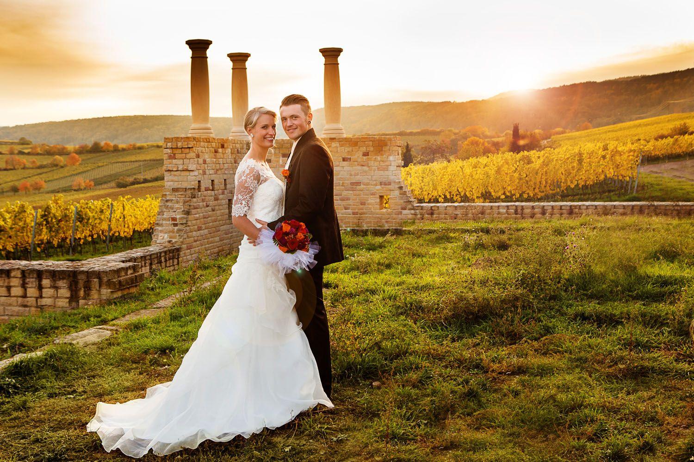 Hochzeit Im Goldenen Herbst In Der Pfalz Weingut Hochzeit Hochzeit Hochzeitskleid Spitze