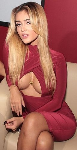 Huge boob girs