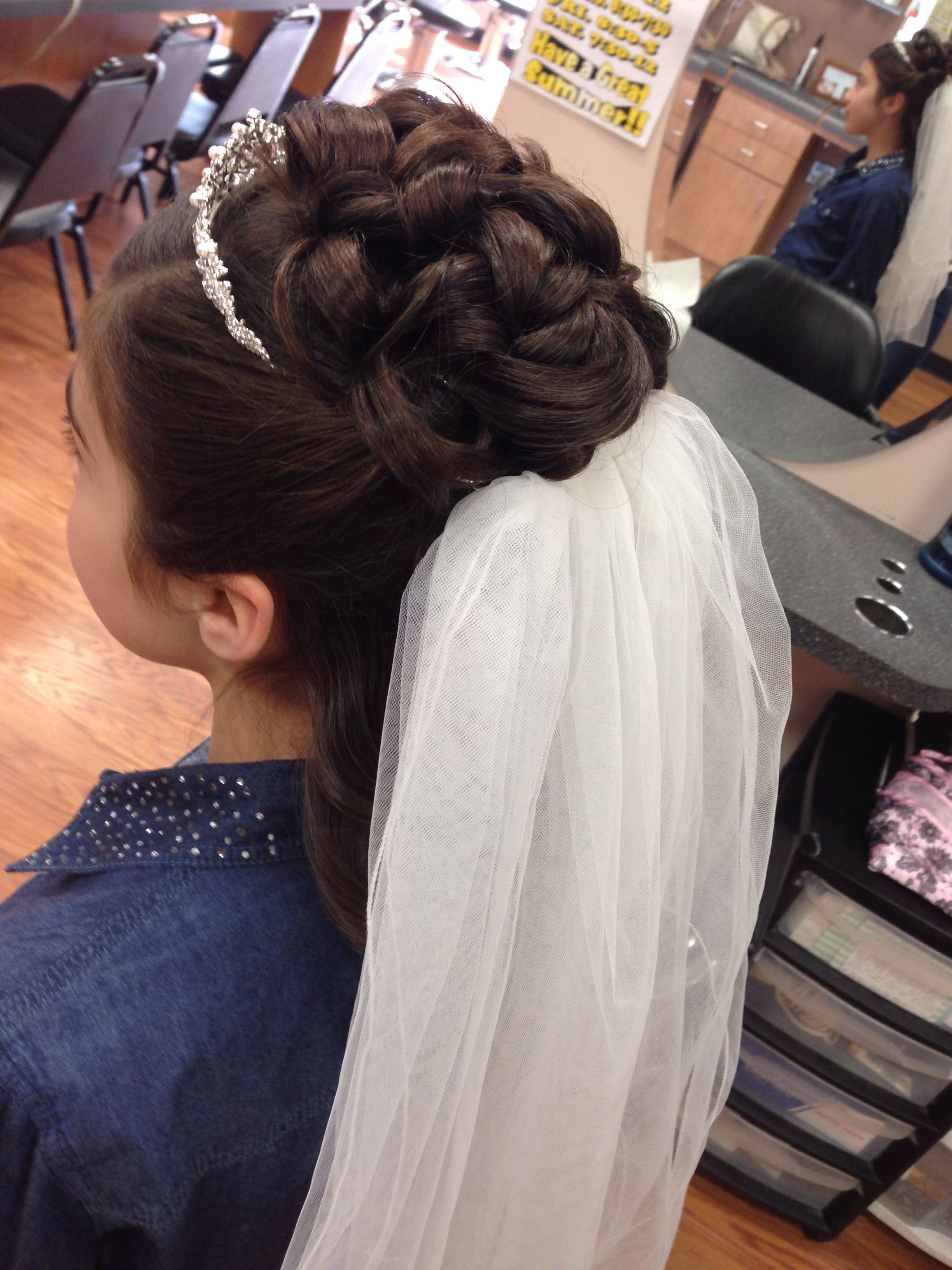 Pin By Samantha Ditta On Hair Nails Makeup First Communion Hairstyles Communion Hairstyles Peinados Hair Styles