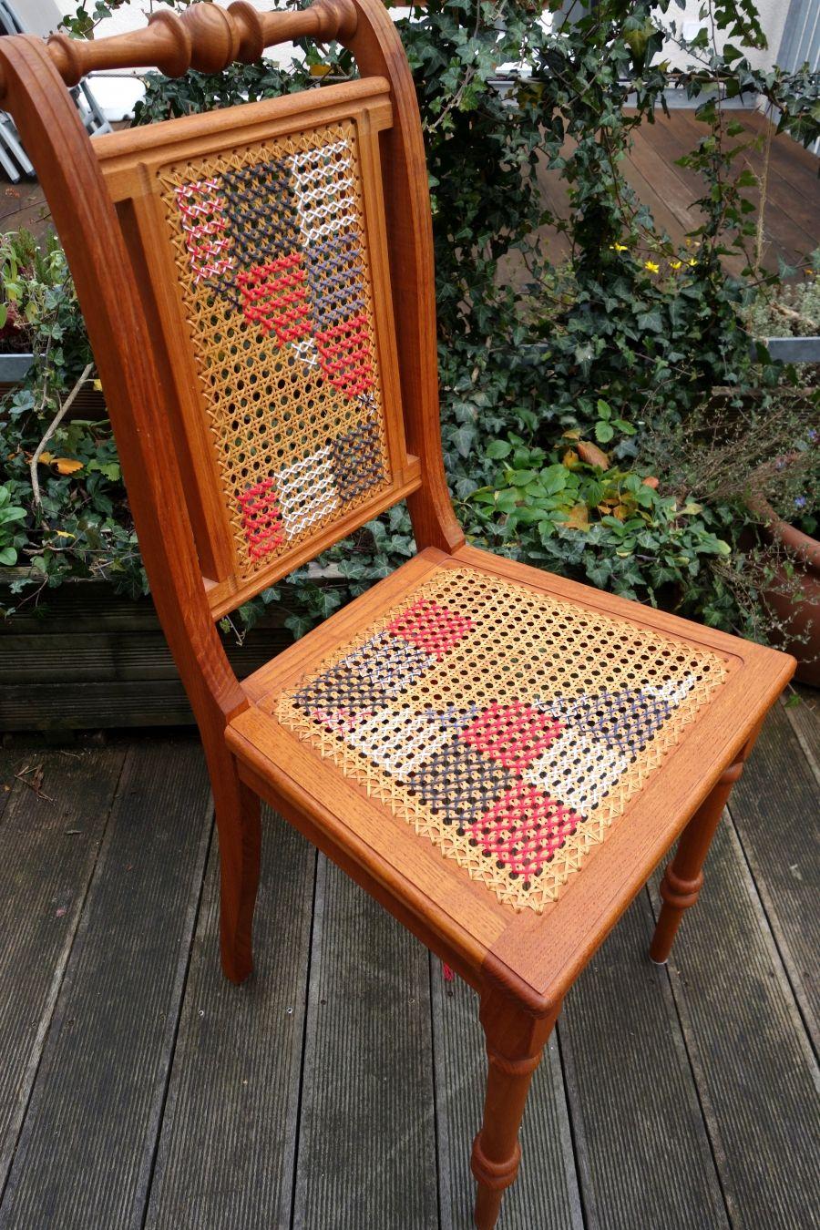 Geflecht von Kaffeehausstühlen mit Kreuzstich besticken | Besticken ...
