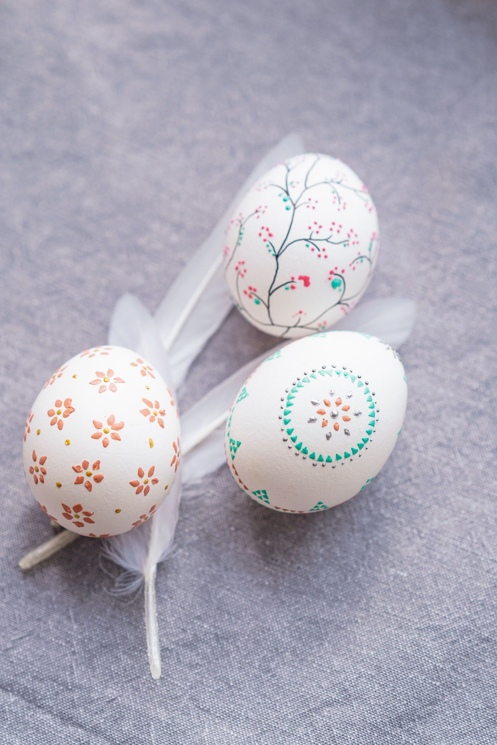 Easter DIY – decorating easter eggs with beeswax