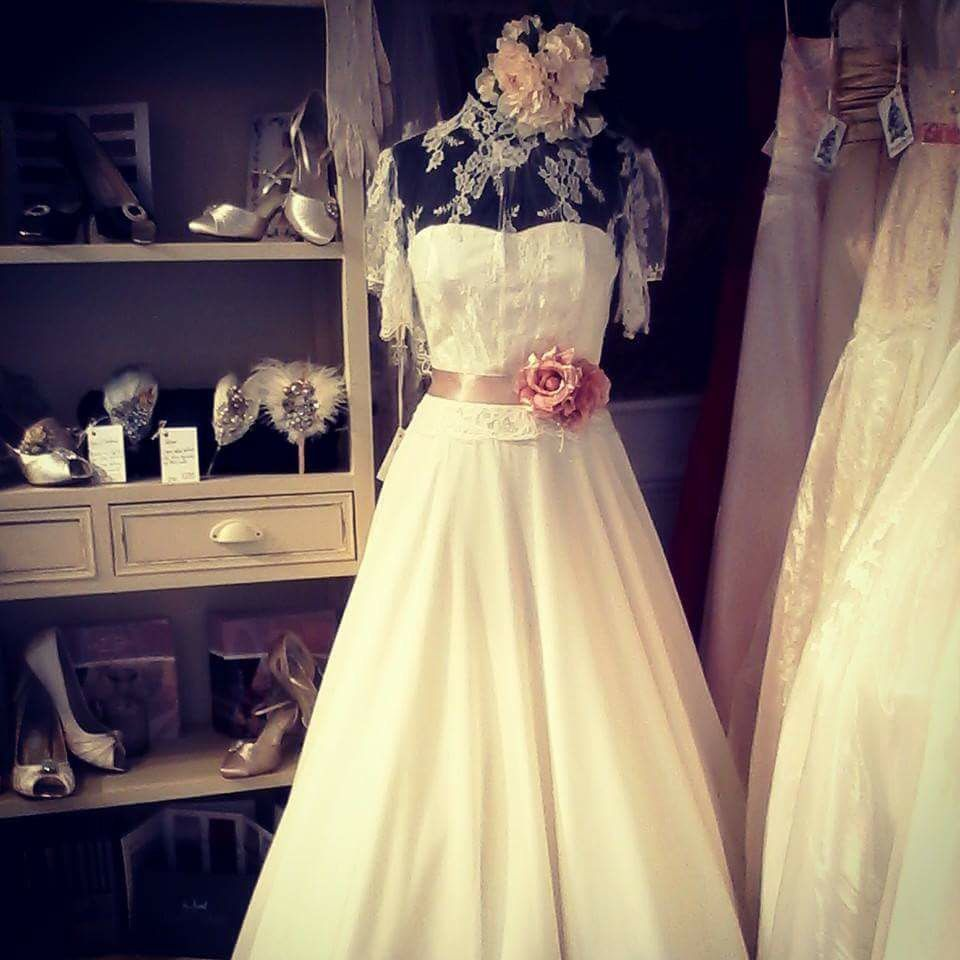 Adorable wedding dress! That lace is just too cute! #YWPC