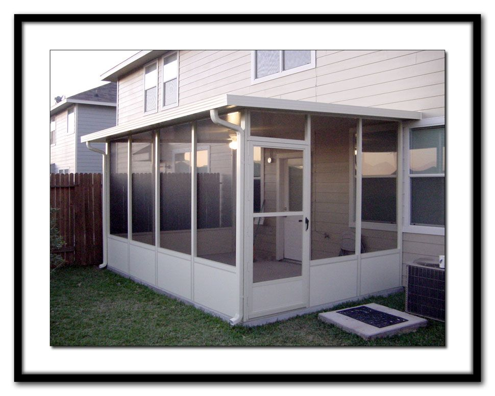 Living stingy screen room or sun porch screened in