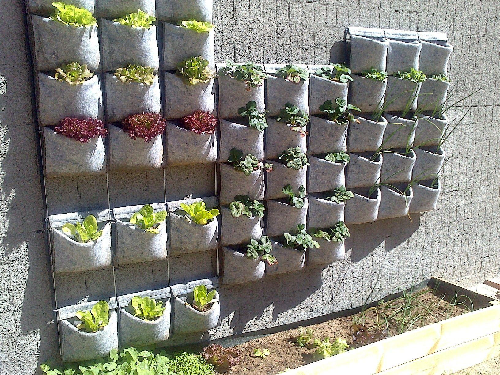 Huerto vertical vertiflor con bolsas de fieltro reciclado for Como se hace un jardin vertical