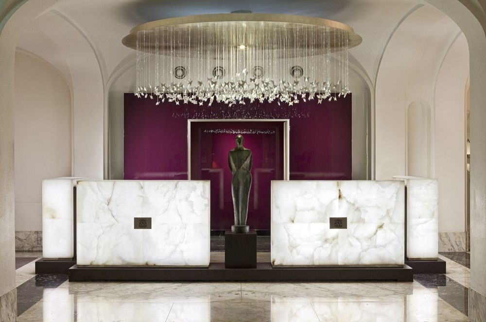 Une entrée singulière et splendide avec du marbre par Sybille de