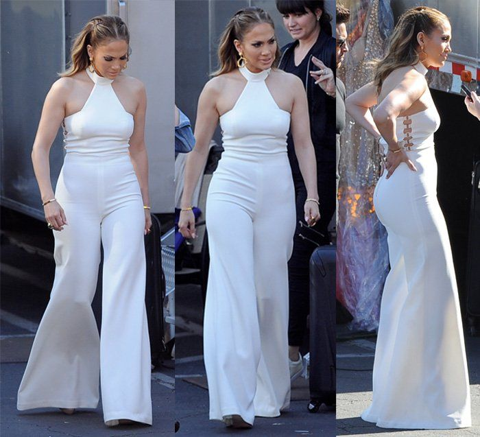 "Jennifer Lopez is seen backstage wearing vintage bell bottoms for the ""American Idol"" final four in Los Angeles on March 31, 2016"