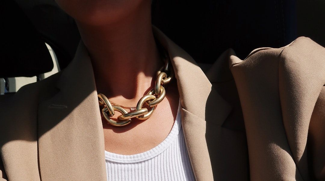 Photo of The Thick Chain Necklace Is Quickly Replacing Your Usually Dainty Jewelry