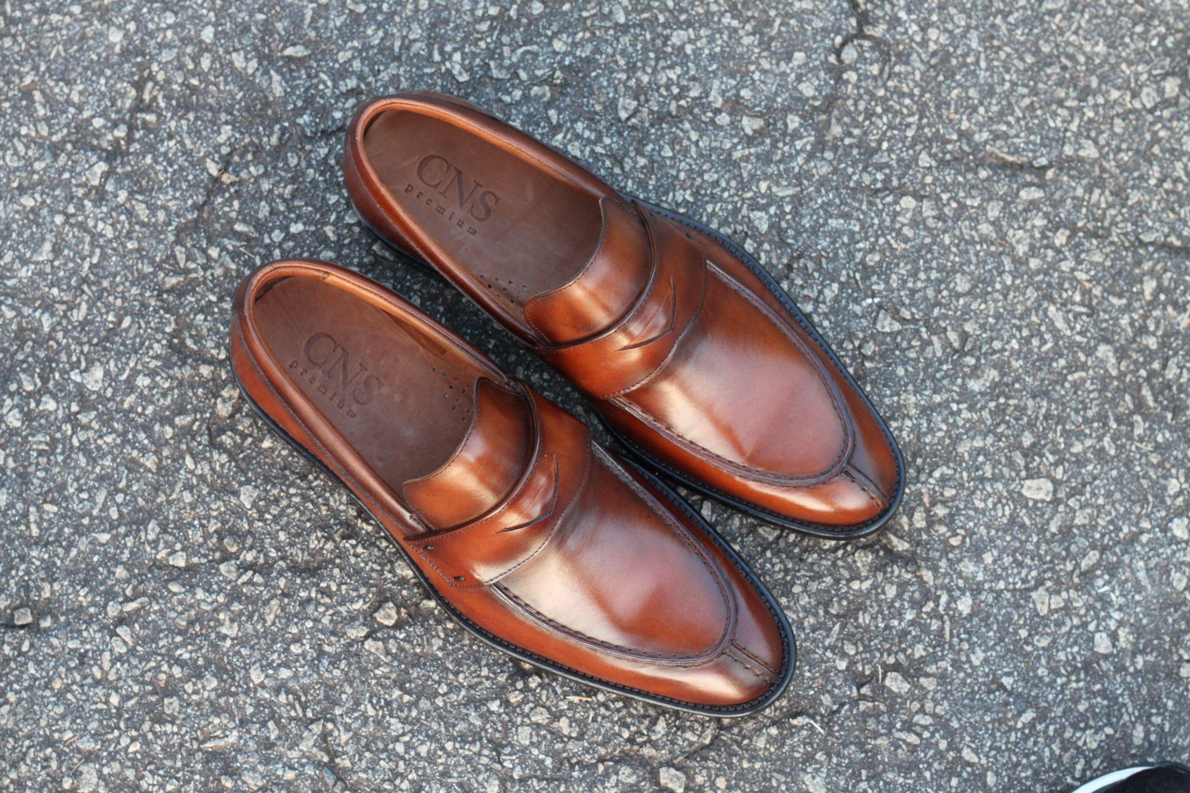 54f9f338f Sapato Social Masculino Loafer CNS em couro cor Damasco, sola de couro e  forro de