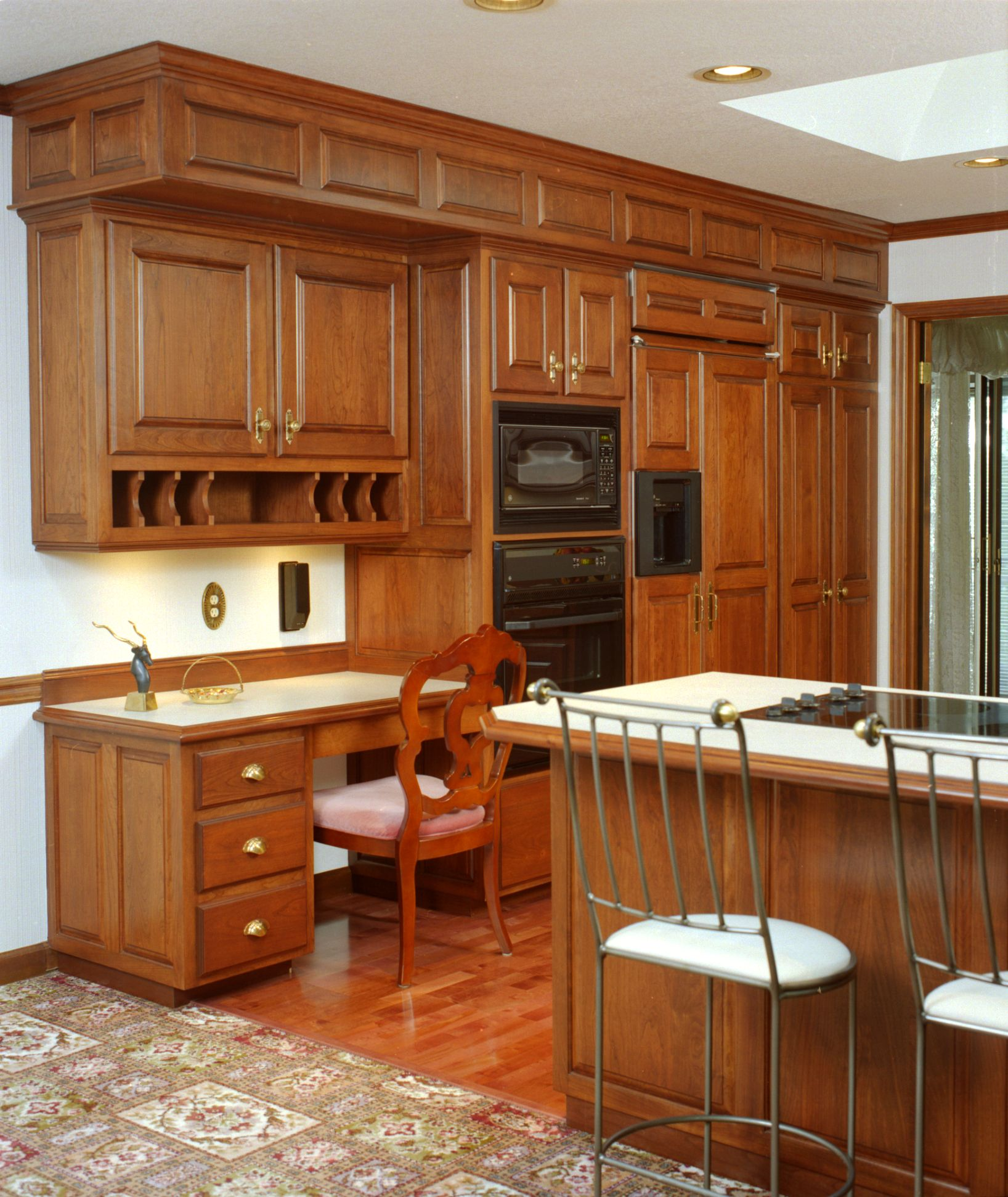 Best Traditional Style Kitchen With Detailed Raised Paneled 400 x 300