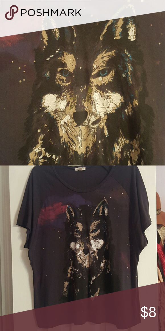 Vintage style wolf T shirt Vintage inspired wolf pattern T shirt. Silence and Noise brand from Urban Outfitters, labeled XS but could fit S or M depending on how loose you want it. I am a M and it's still loose on me. silence + noise Tops Tees - Short Sleeve
