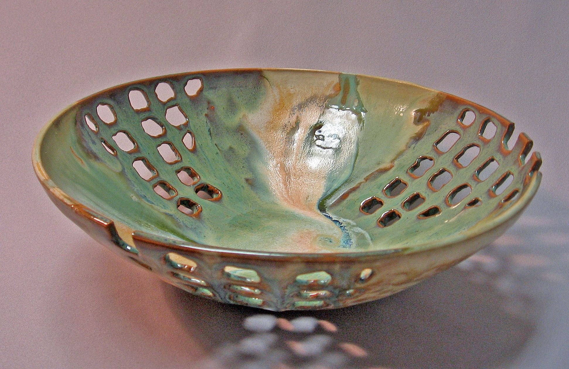Thrown bowl with cut outs ceramic pinterest cer mica for Arcilla para ceramica
