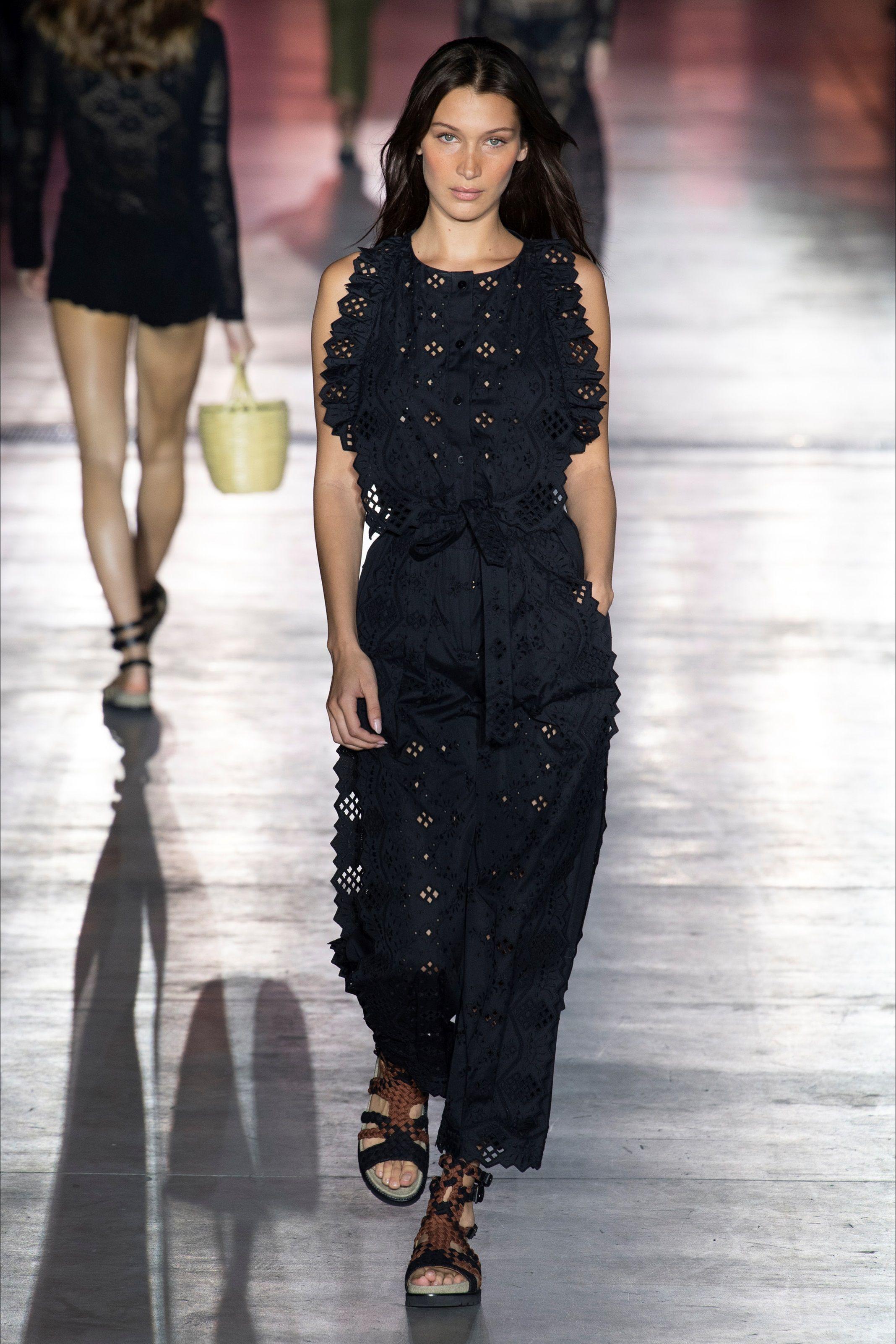 Sfilata Alberta Ferretti Milano - Collezioni Primavera Estate 2019 - Vogue ff6a3d465a1