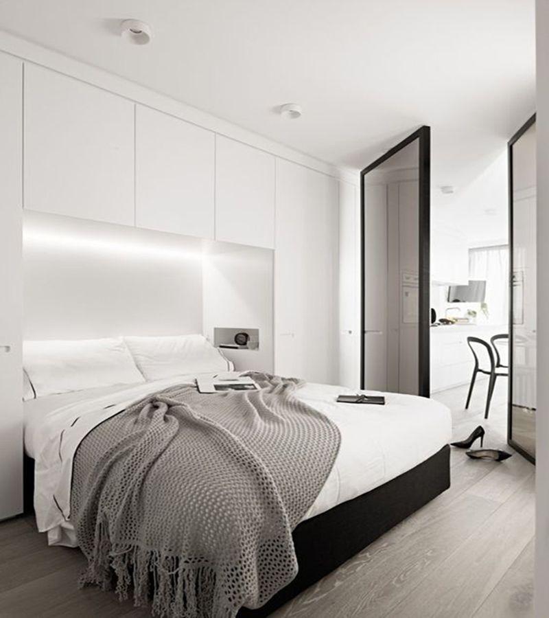 Platsbyggd garderob runt sängenär både snyggt och praktiskt Kanske har ni ett litet sovrum där