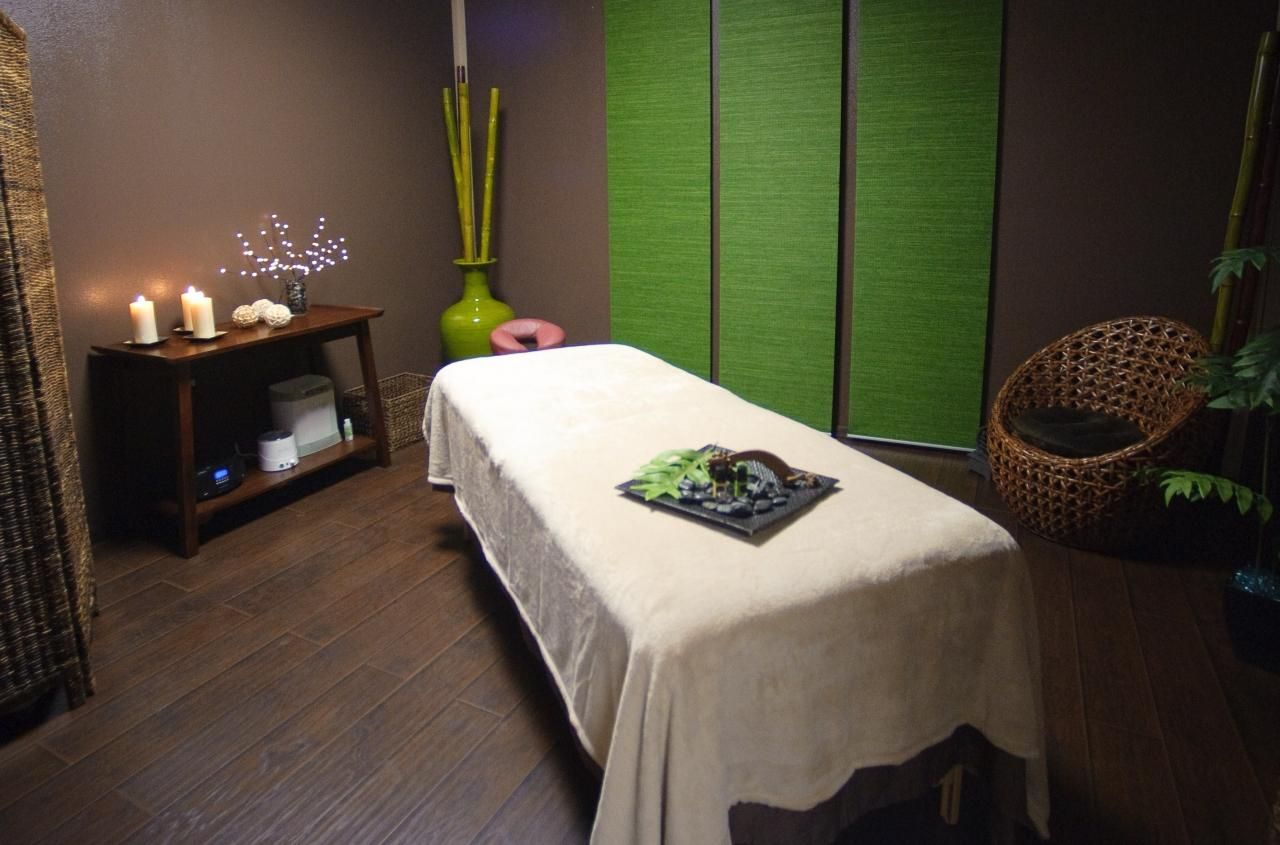 Tranquil Massage Room Love The Punch Of Green Treatment Rooms Pinterest Room Therapy