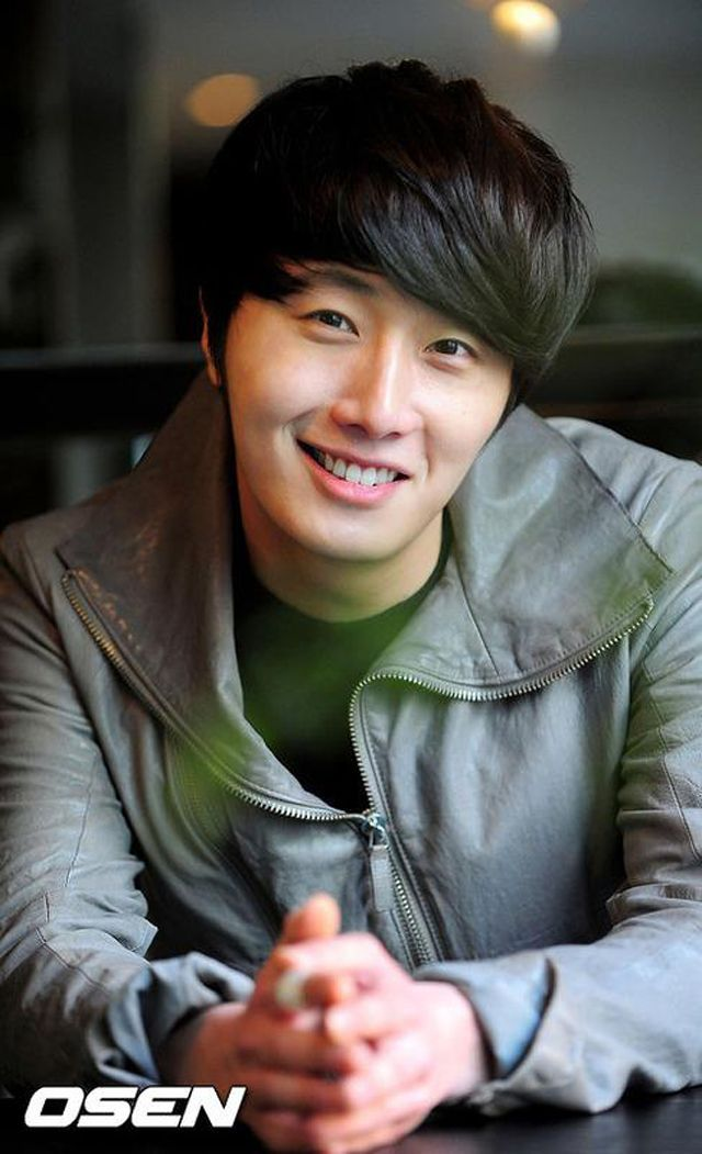 Lee Minho poses for Star1