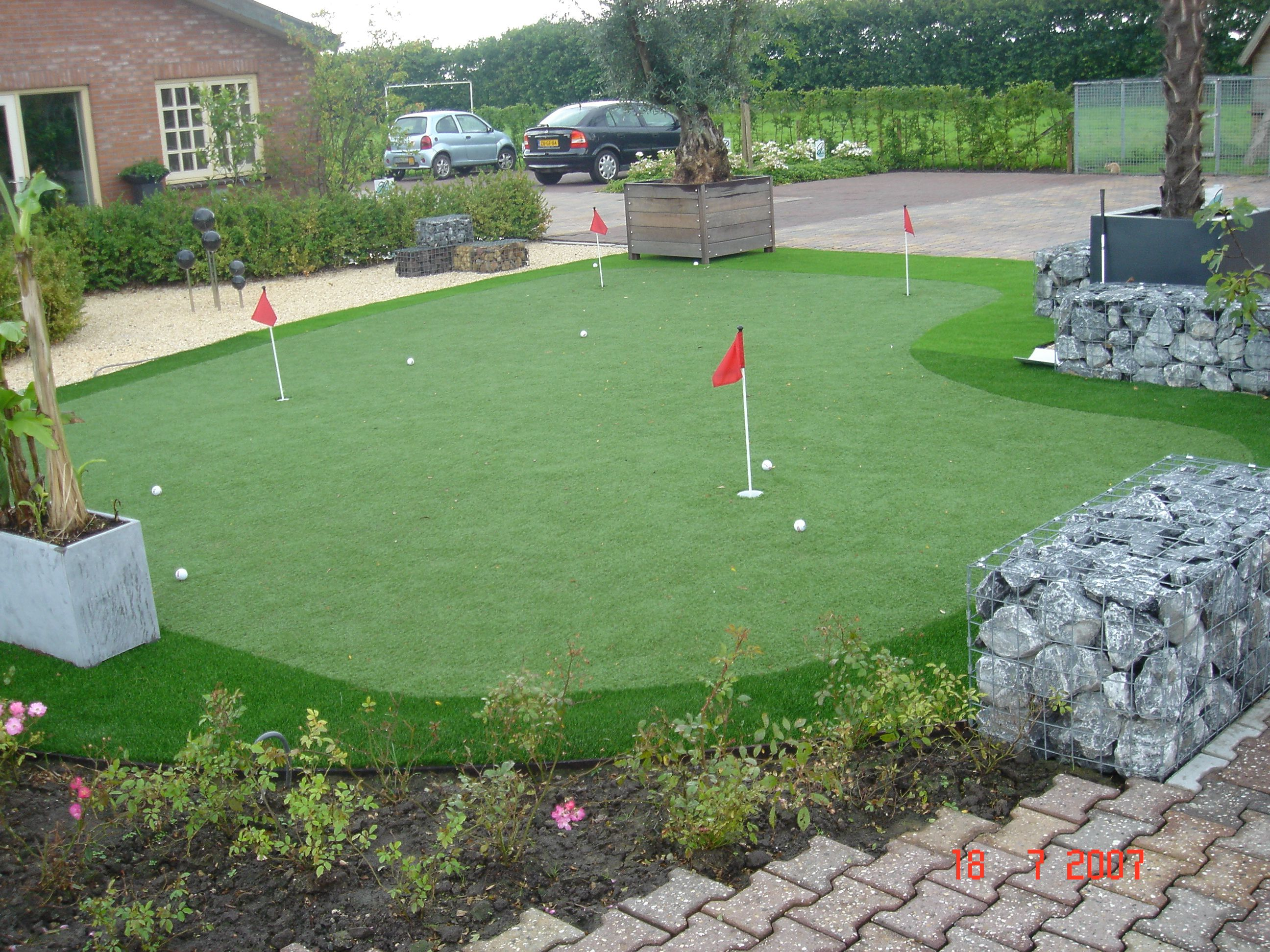 putting green de golf con cesped artificial