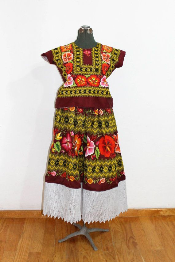 Traje de razo flores bordadas a mano y cadenilla por - Estilo frida kahlo ...