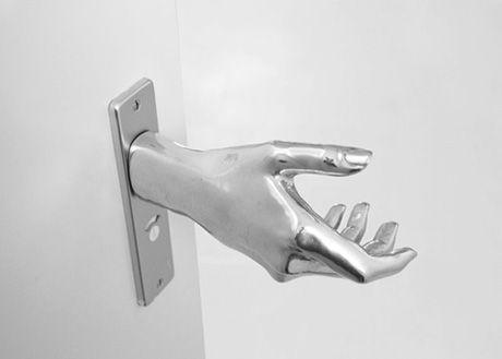 人の手のドアノブ ドアノブハンガー ドアノブ ドア