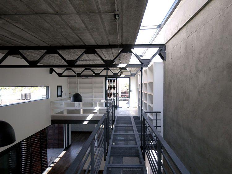 Industrial estructura metalica colores neutros - Casas estructura metalica ...