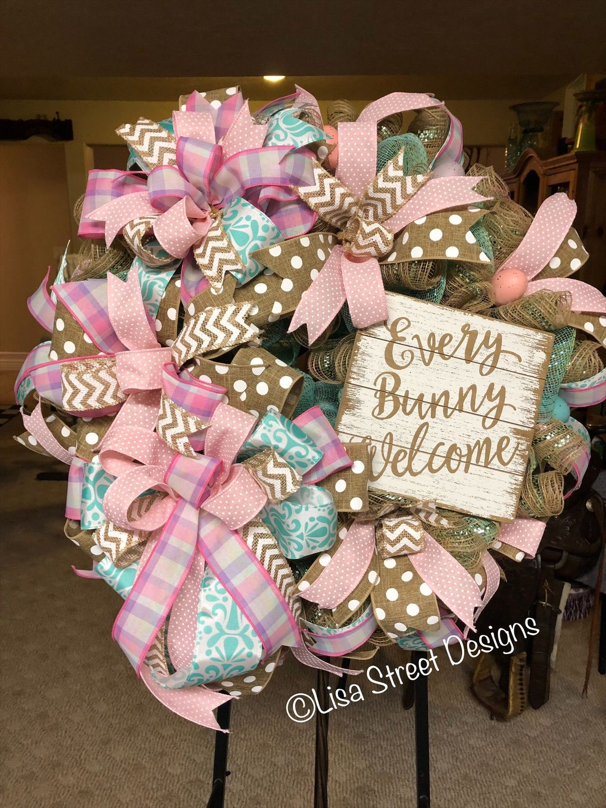 This cute pastel wreath is ready for it's new home ...