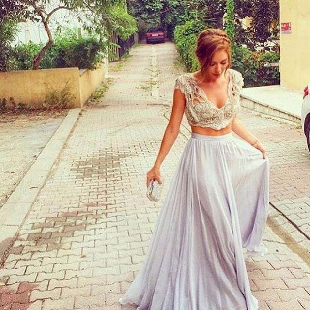 6 183 Curtidas 251 Comentarios Davetcokelbisemyok No Instagram Sinem Kobal In Giydigi Tuvanam Elbiseler Da Backless Dress Formal Dresses Formal Dresses