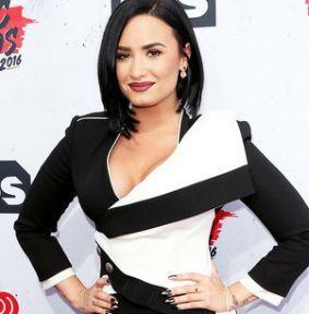 Demi Lovato grava parceria com Miguel para o novo álbum #Cantor, #Cantora, #Hoje, #M, #Morena, #Música, #Noticias, #Novo, #Popzone, #RedeSocial, #Status, #Twitter http://popzone.tv/2016/04/demi-lovato-grava-parceria-com-miguel-para-o-novo-album.html