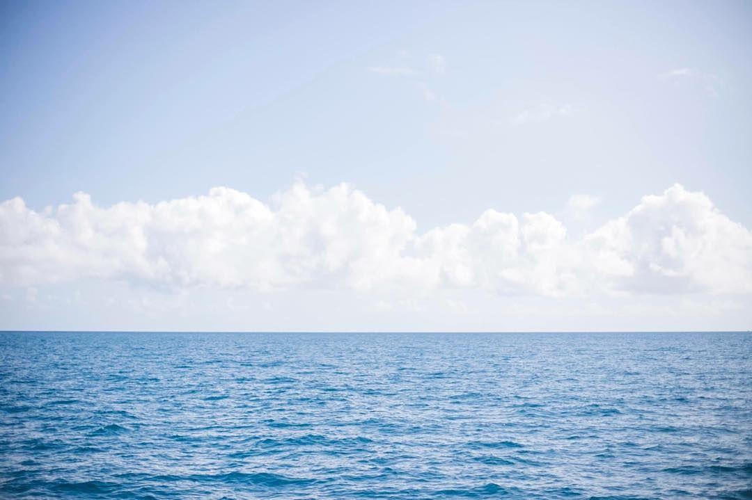 여행을 가본적은 몇번 없지만 앞으로도 손에 꼽을 여행지로 남을 것 같은 케언즈!  자연도 사람들도 하나같이 좋은 기억을 남겨주었던 곳이다. 그중에서도 Great Barrier Reef로 나가는 배위에서 본 하늘과 바다는 내 평생 맘 속에 남을 것 같은 아름다움  #케언즈 #여행 #호주 #vscocam #Cairns #greatbarrierreef #seastarcruises #australia #travel #ocean by snapsbytiff220 http://ift.tt/1UokkV2