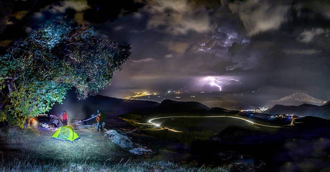 شبی در قره خاچ ماکو . . . #maku #camping #natgeo #nightphotography #makugeo #naturelife #ماکو #کوهنوردی #شب