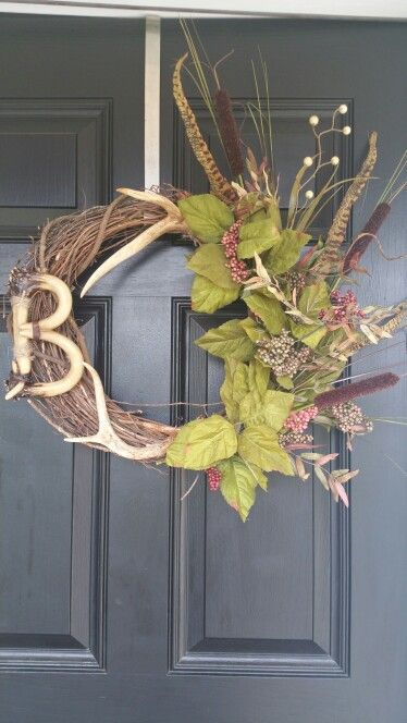 Manly hunting themed wreath Home Wreaths, Hunting wreath, DIY Wreath