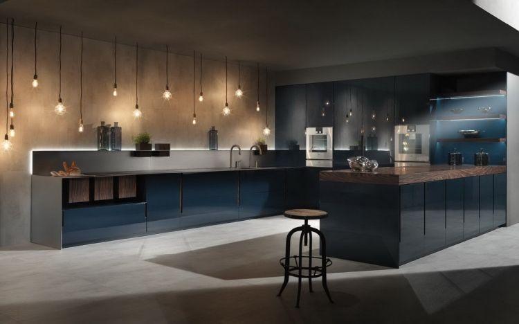 Extravagante Kuche In Petrol Blau Mit Stilvollem Design