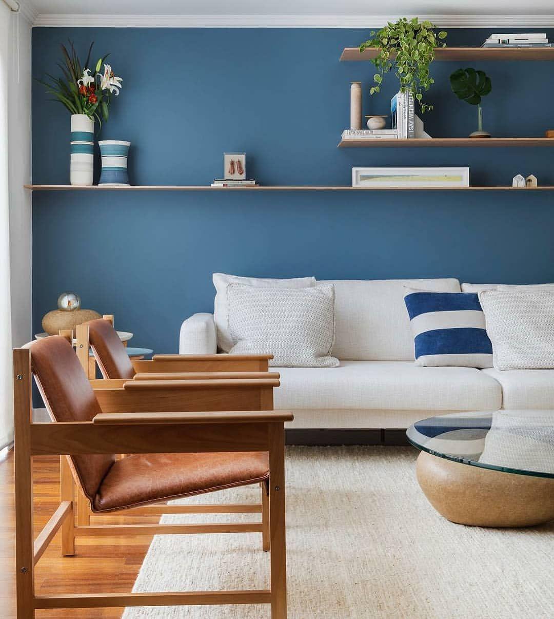 Amei essa parede azul 💙 A composição completa trouxe um ...