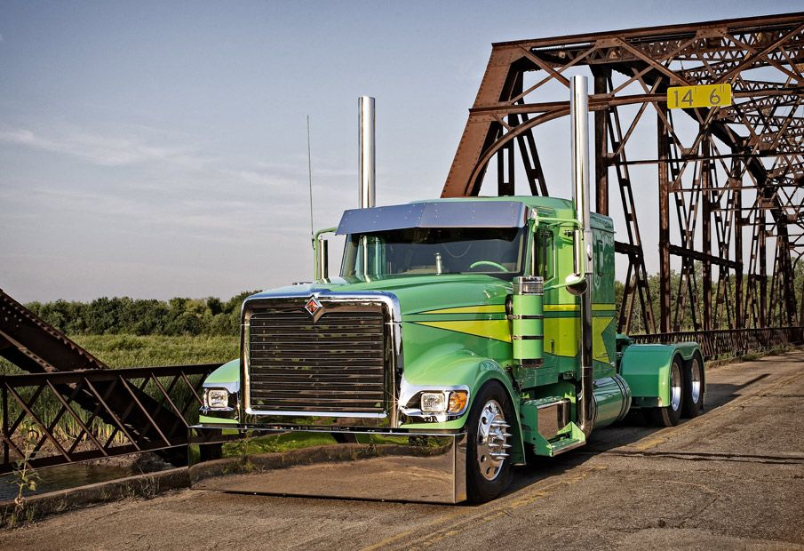 Old school - and fully customized - International 9900 Eagle ...