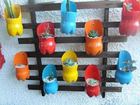 plastic bottle planters 2 fleurs jardin pinterest decorer son jardin plantes en pots et. Black Bedroom Furniture Sets. Home Design Ideas