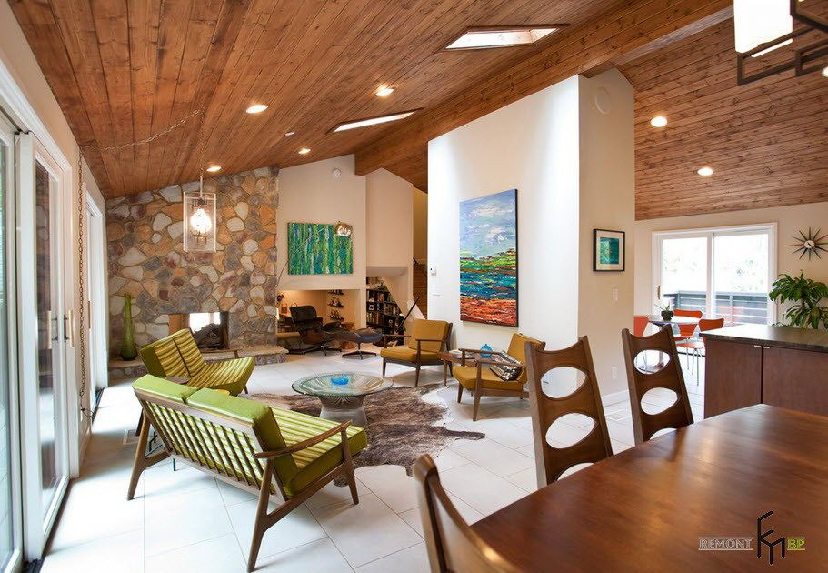 Sloping Wooden Ceiling Design For A Large Space Of Living House Interi Mid Century Modern Living Room Design Mid Century Modern Living Mid Century Modern House