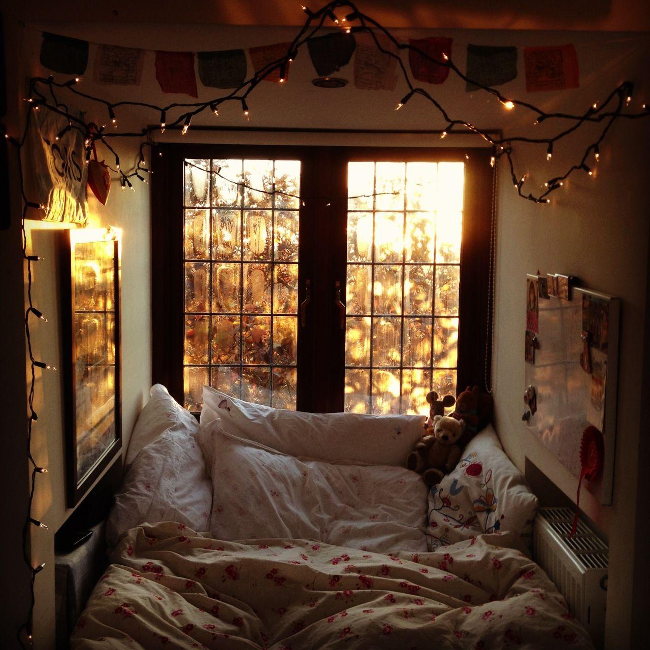Cosy bedroom fairy lights - A Beautiful Mess Bed Nookcozy