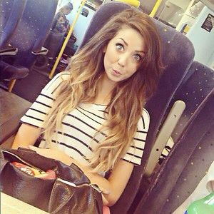 Zoellaa Hair Is Always Beautifully Styled Weather Its A Messy - Hairstyles for short hair zoella