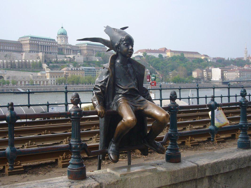 Budapesht. Little Prince Statue Danube In Budapest Sculptures Sculpture Art