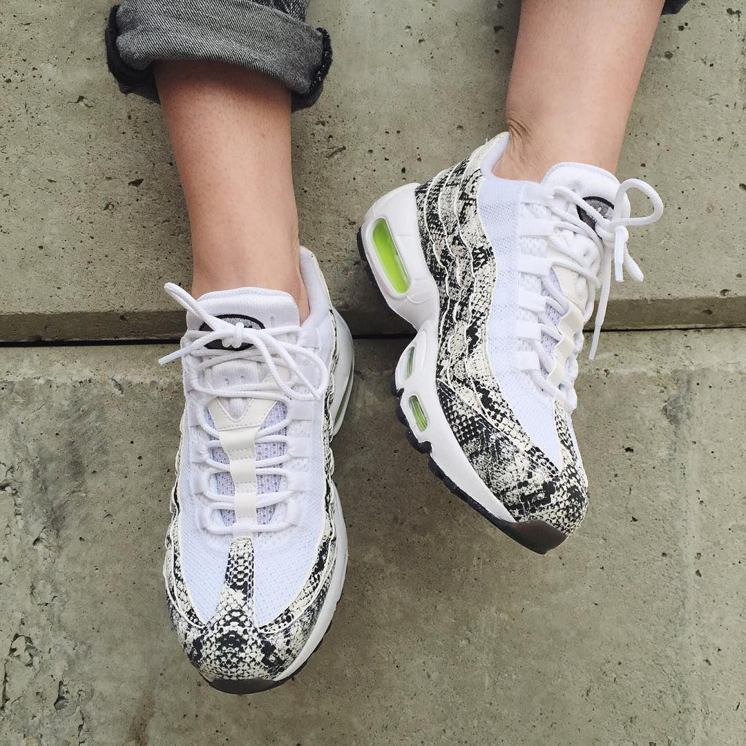 pretty nice 5be37 6f677 Sneakers femme - Nike Air Max 95 ID - Pic by girlonkicks