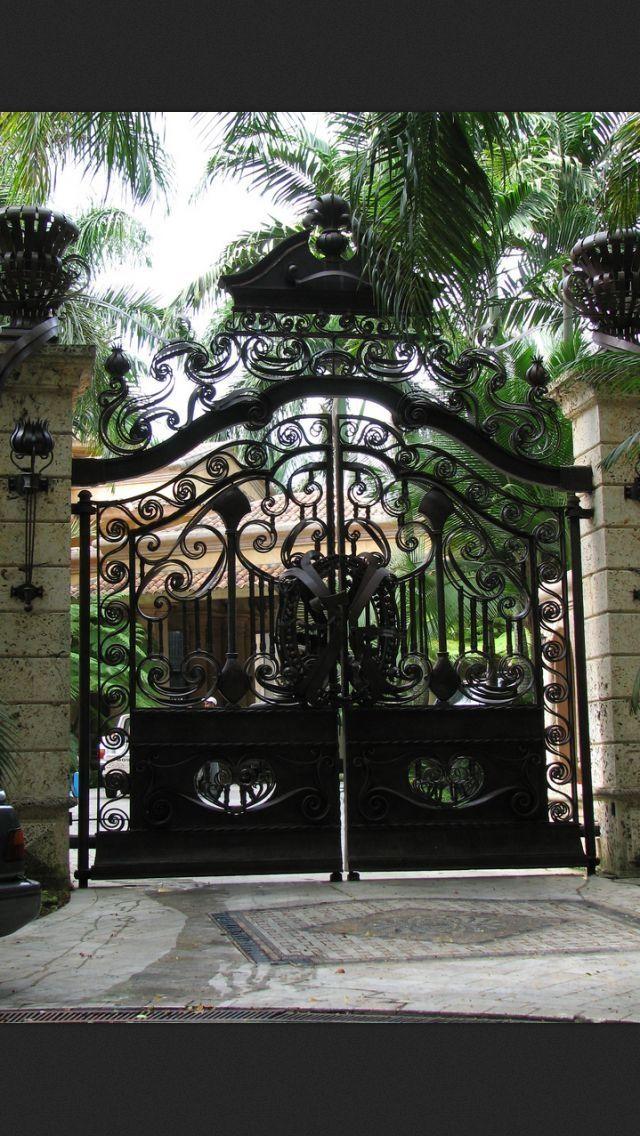 Gorgeous drive way gates