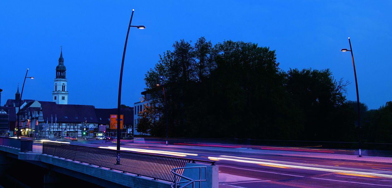 Lichtmaste von A4i. Hergestellt nach strengsten Kriterien. Der Lichtmast ist die Stütze für Ihre Beleuchtungsprojekte und für zukünftige intelligente Lösungen unter http://a4-i.com/de/licht/smarte-lichtmaste/