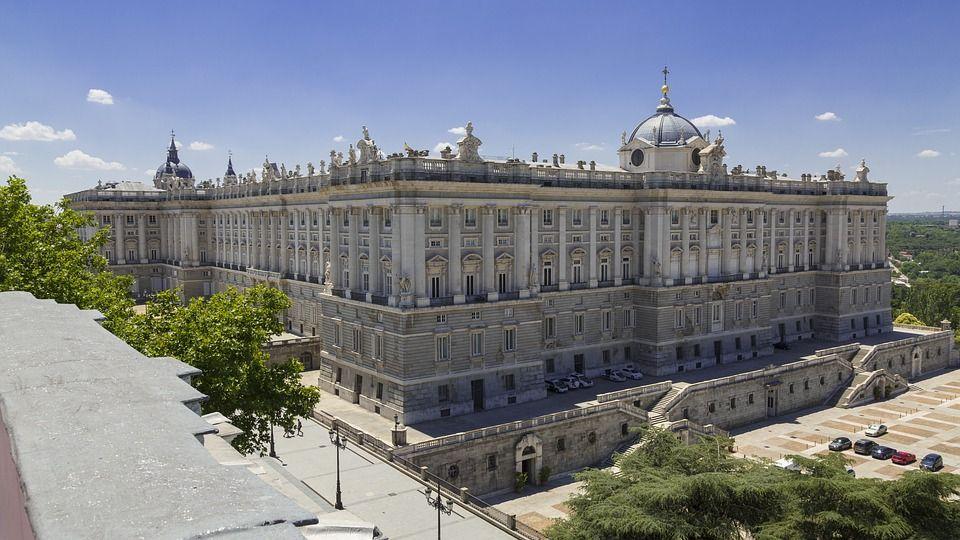 El Palacio Real De Madrid Es La Residencia Oficial Del Rey De España No Obstante Los Actuales Reyes No Habitan En él Madrid Travel Visit Madrid Madrid Museum