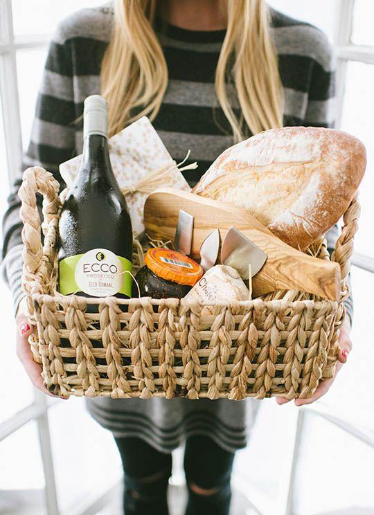Gift Baskets For Men: 20 DIY Gift Baskets For Him That He Will Love #boyfriendgiftbasket