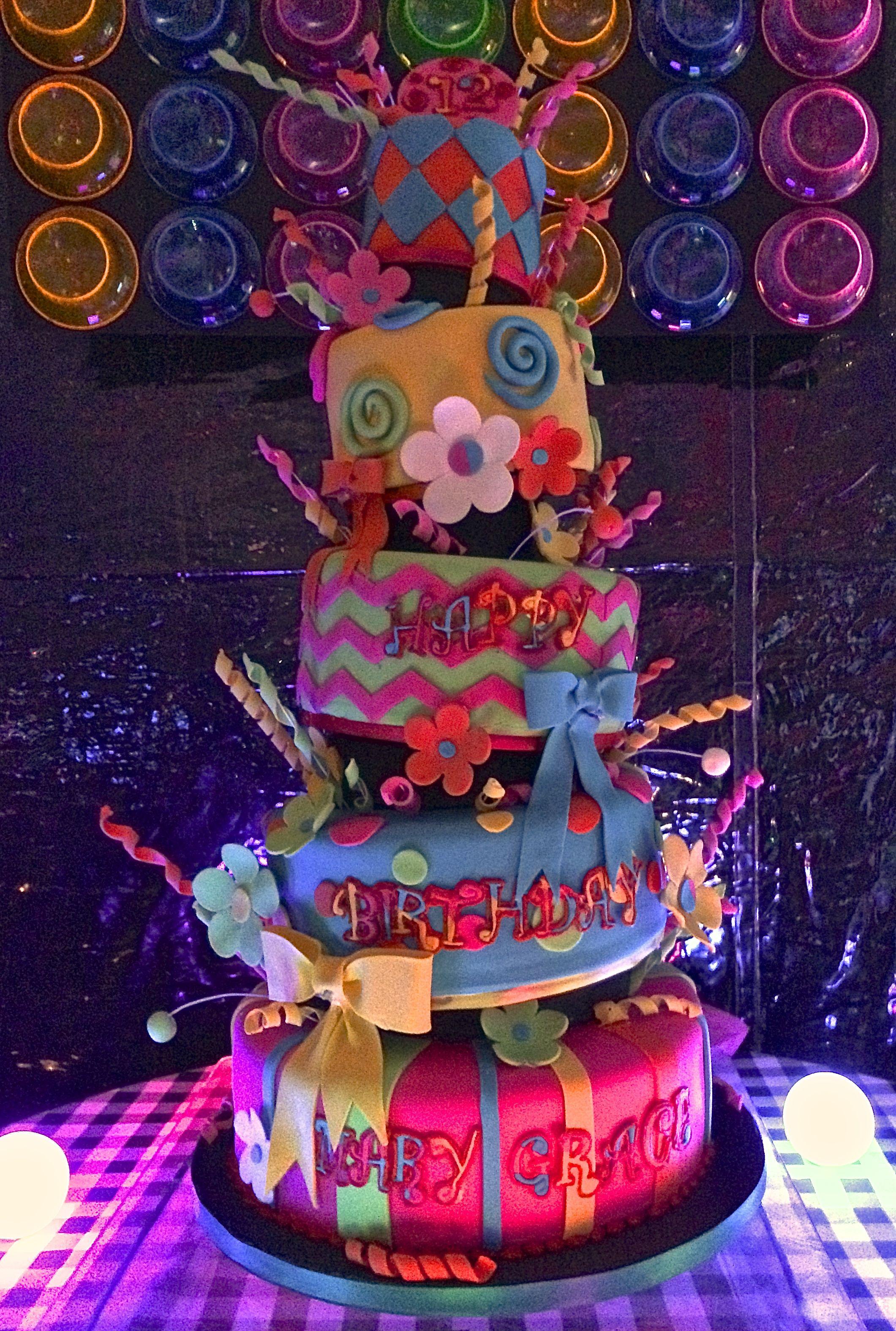 Amazing glow in the dark cake Black Light Party Pinterest