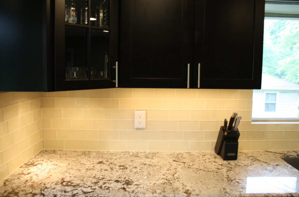 Cream 3x6 Glass Subway Tile Glass Subway Tile Backsplash With Dark Cabinets Kitchen Tiles Backsplash
