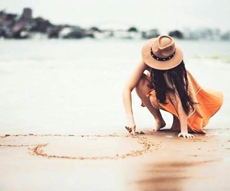 O meu coração tem um lugar para tudo, o do mau humor é do lado de fora. Rosi Coelho***