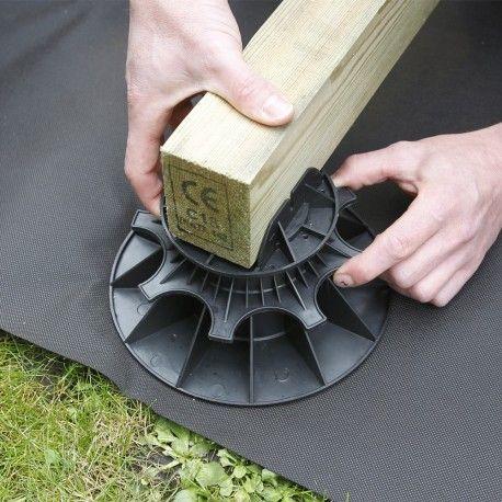installation facile de votre terrasse en bois avec des plots et lambourdes construction. Black Bedroom Furniture Sets. Home Design Ideas