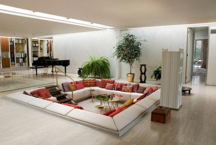 Salon-contrebas-moderne-blanc-coussins-exotiques | Salon ...