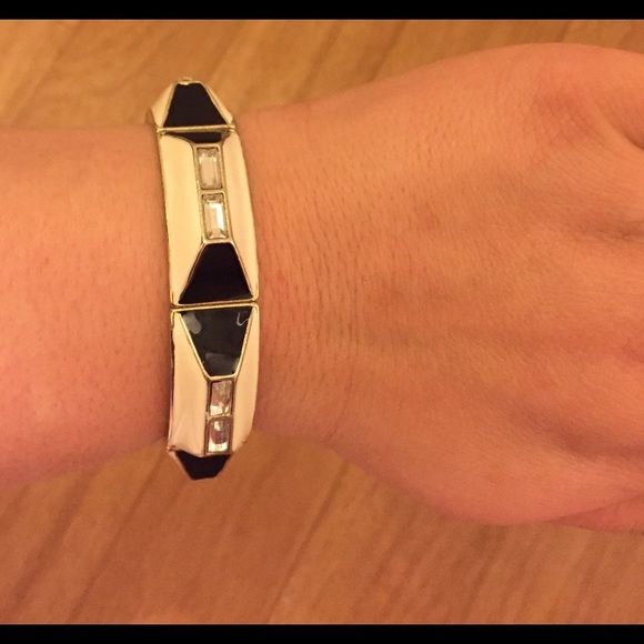 Flashy white and black Bracelet Perfect on a date or a girls night Charming Charlie Jewelry Bracelets