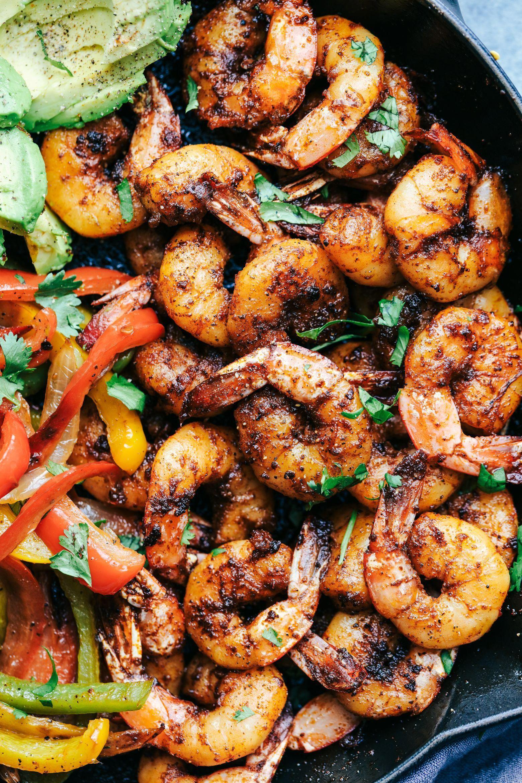 20 Minute Skillet Blackened Shrimp Fajitas | The Recipe Critic